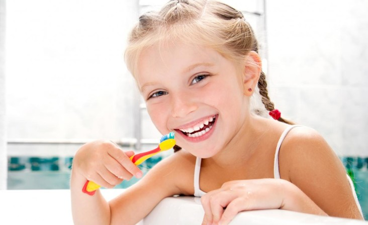 lavarsi-denti-senza-spazzolino